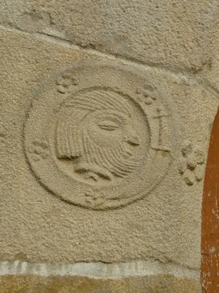medaillon-sculpte-g-porte-prieure-de-la-chaise-dieu